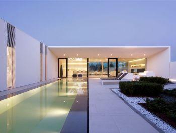Jesolo Lido Pool Villa | JM Architecture