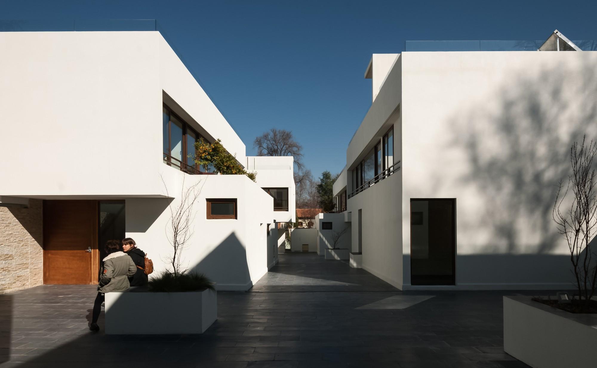 5420cef9c07a8086fc000056_san-dami-n-housing-estate-chauriye-st-ger-arquitectos_portada_condominio_alta-1