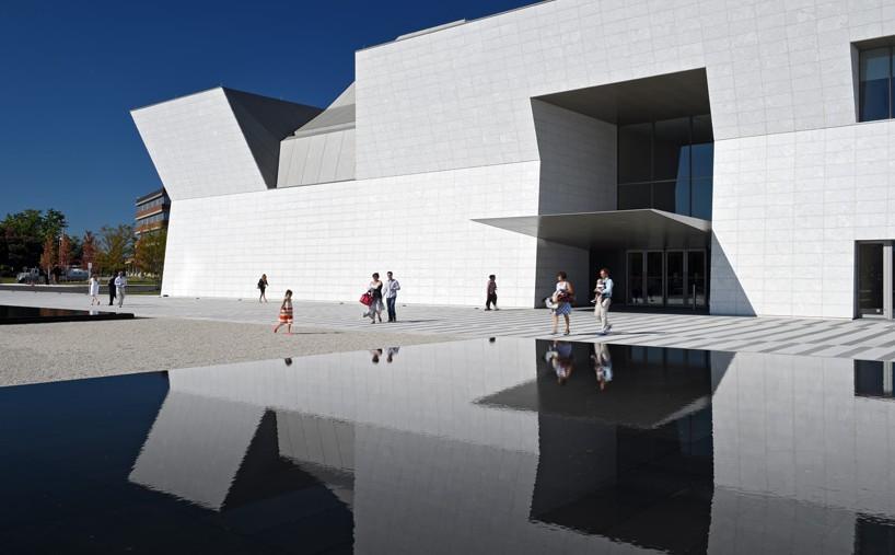 aga-khan-museum-fumihiko-maki-toronto-designboom-01