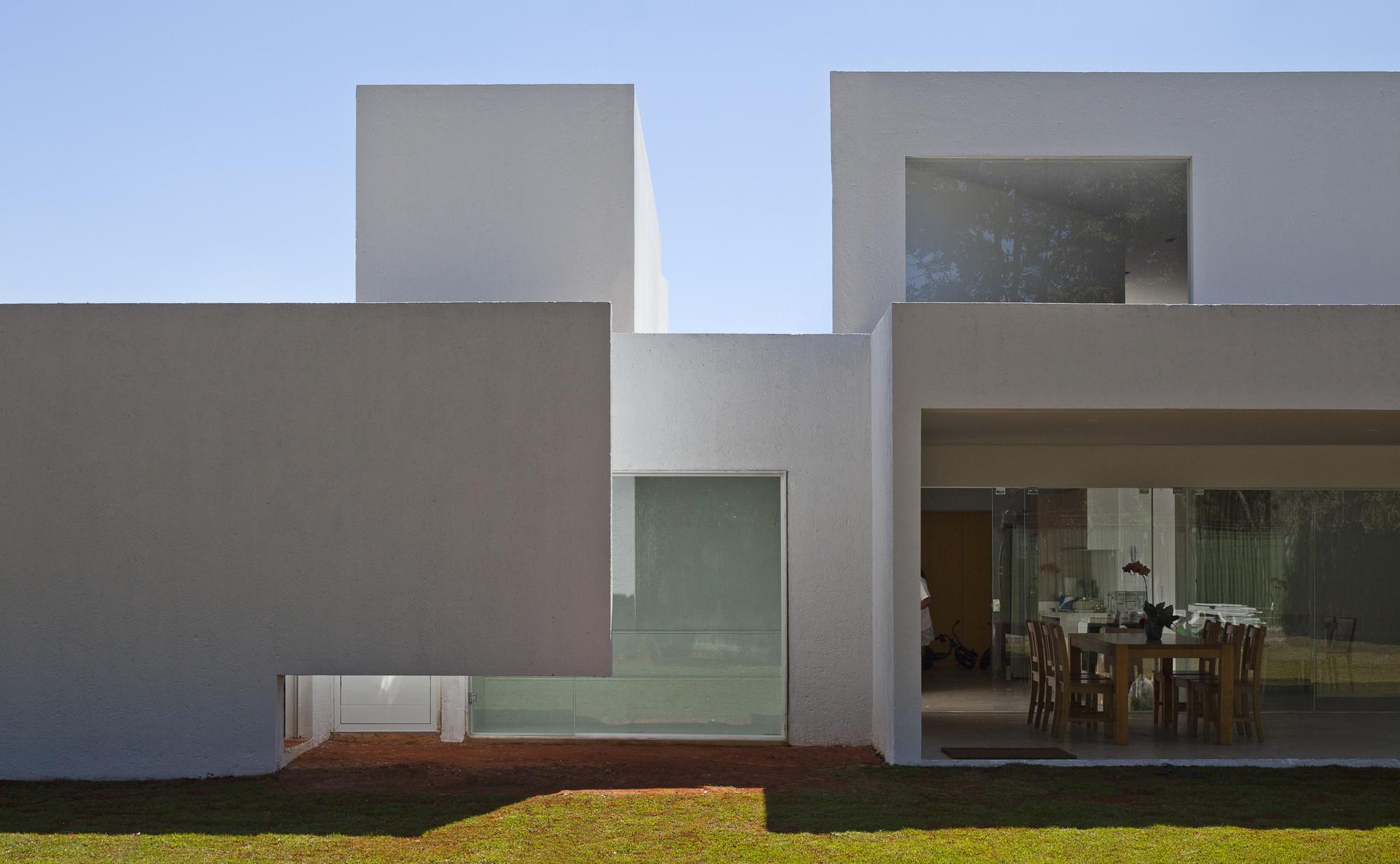 Migliari Guimarães House | DOMO