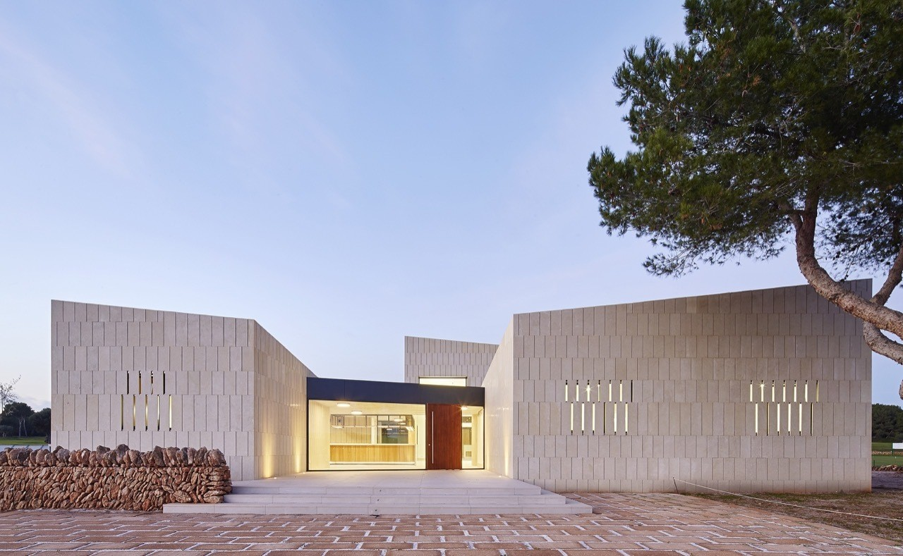 550a538ae58ece15110000c2_stone-clubhouse-gras-arquitectos_gras_golf_13