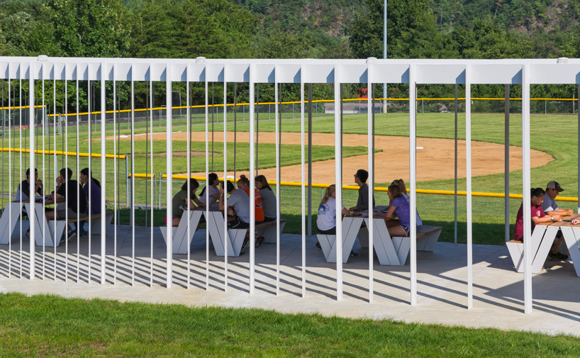 designbuildLAB-sharon-fieldhouse-baseball-pavilion-designboom-04