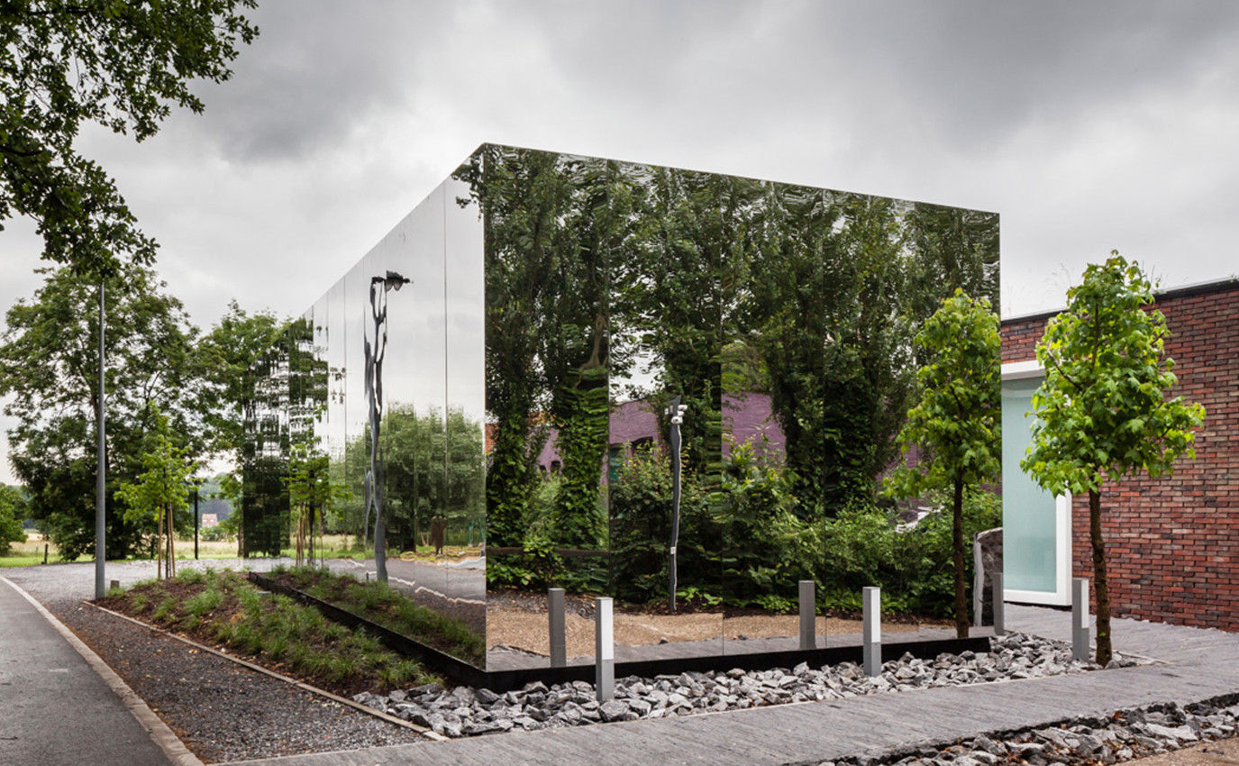 Mirrored-extension_office_belgium_horebeke_Atelier-Vens-Vanbelle_dezeen_1568_7