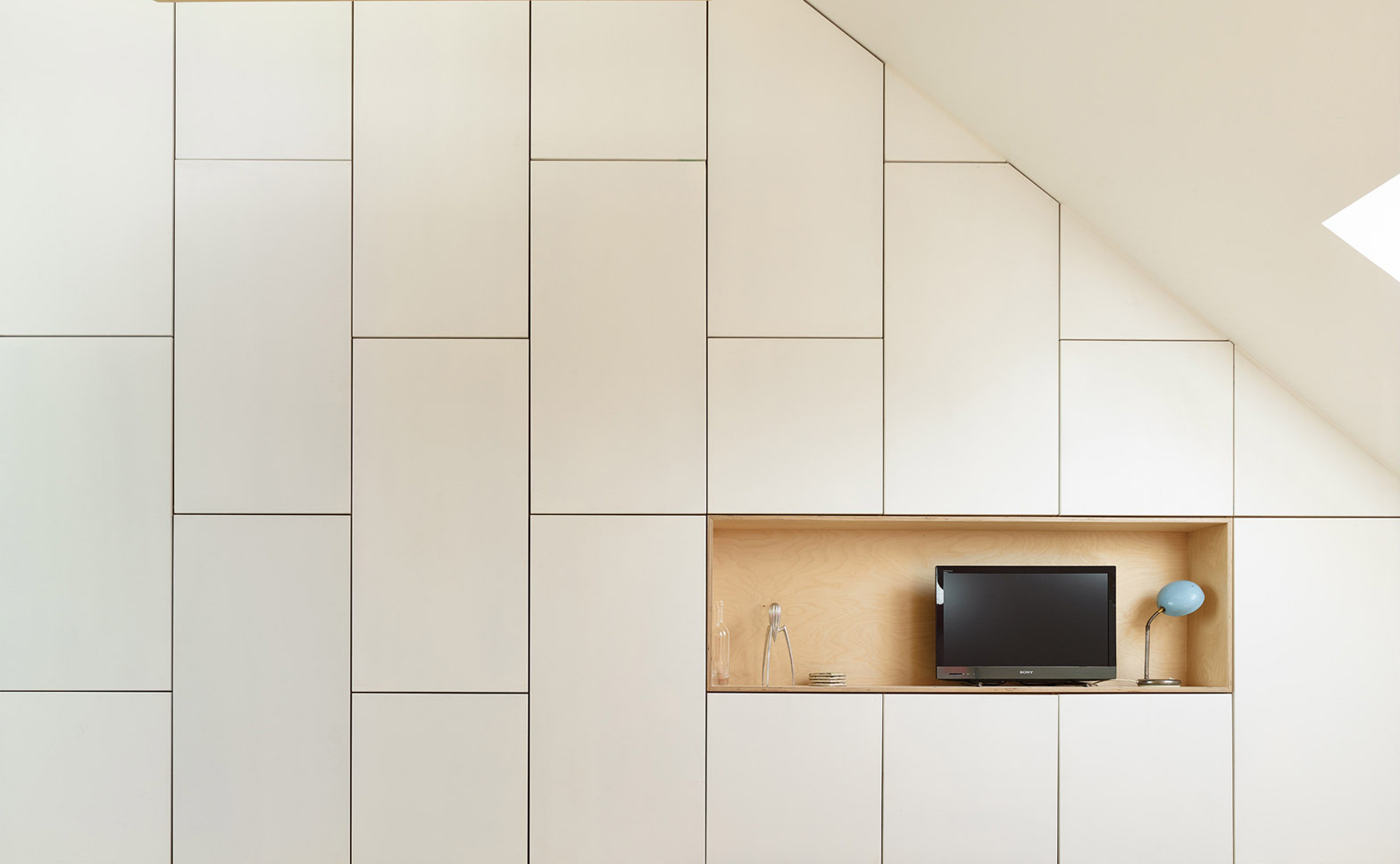 Renovation-extension-house_Schaarbeek-Brussels_Martens-Brunet-architects_dennisdesmet_dezeen_1568_8