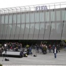 Members of the media stand in front of the FIFA headquarters during an extraordinary Executive Committee meeting in Zurich, Switzerland, May 30, 2015.   REUTERS/Arnd Wiegmann