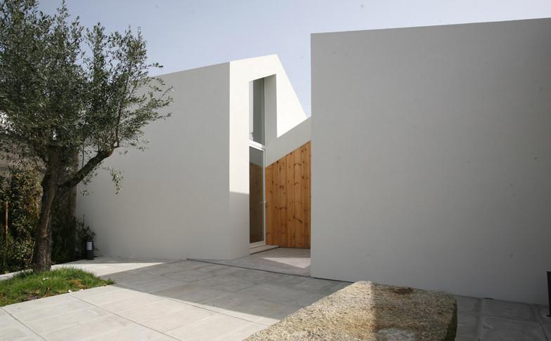 Casa-Lela-by-Oficina-dArquitectura_dezeen_784_12