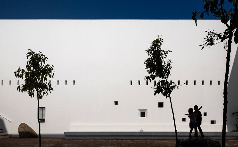 Ecork-Hotel-in-Evora-by-Jose-Carlos-Cruz-Arquitecto_dezeen_ss_4