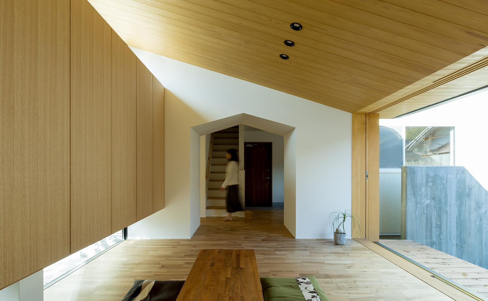 Maibara-House_Alts-Design-Office_Shiga_Japan_Yuta-Yamada_dezeen_1568_5