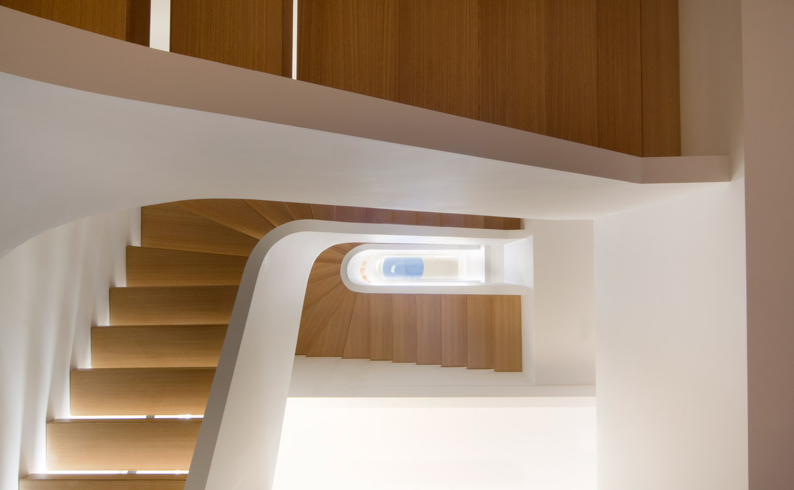 White-Snake_Staircase_Space4Architects_New-York-townhouse_dezeen_1568_7