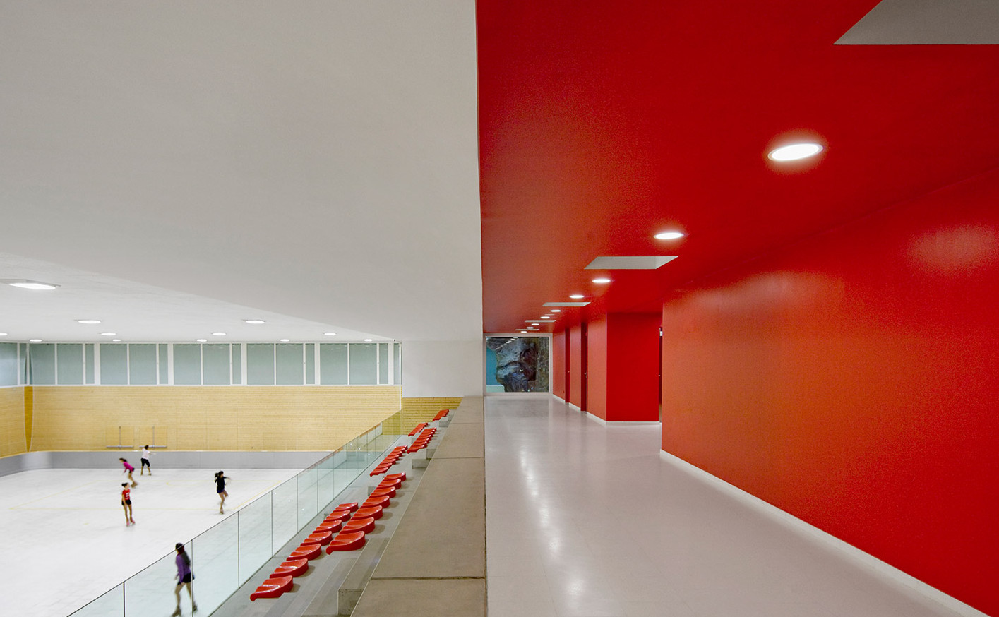 Municipal-Sports-Hall_Girona-Spain_BCQ_Baena-Casamor-Architects_polycarbonate_dezeen_1568_1