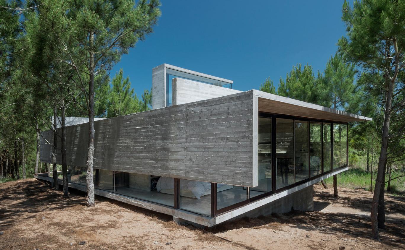 L4-house-luciano-kruk-arquitectos-buenos-aires_dezeen_1568_0