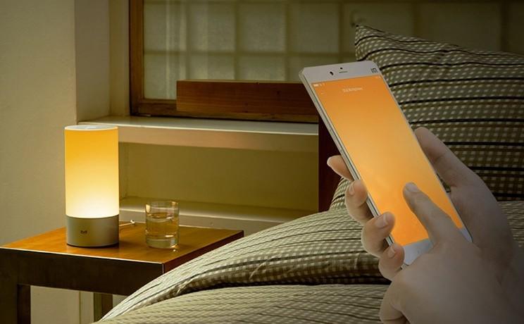 xiaomi-yeelight-bedside-lamp-designboom-03-818x461