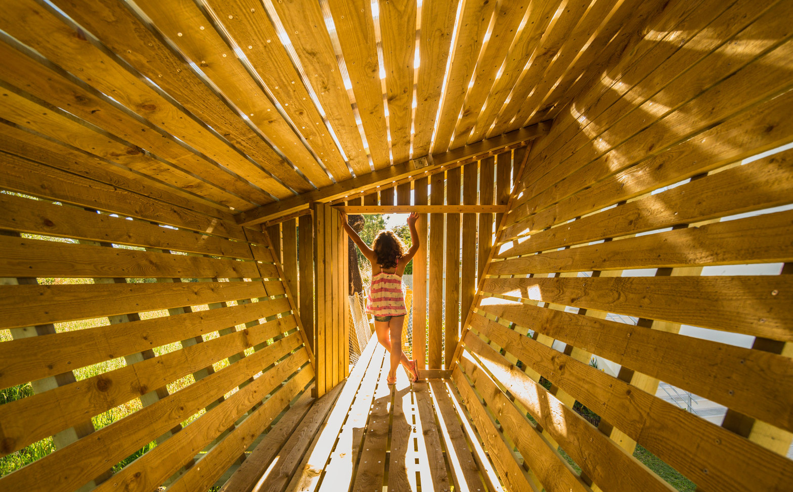 casa-no-muro-saperlipopette-les-architectes-martial-marquet-architecture-treehouse-wood-children-portugal_dezeen_1568_0