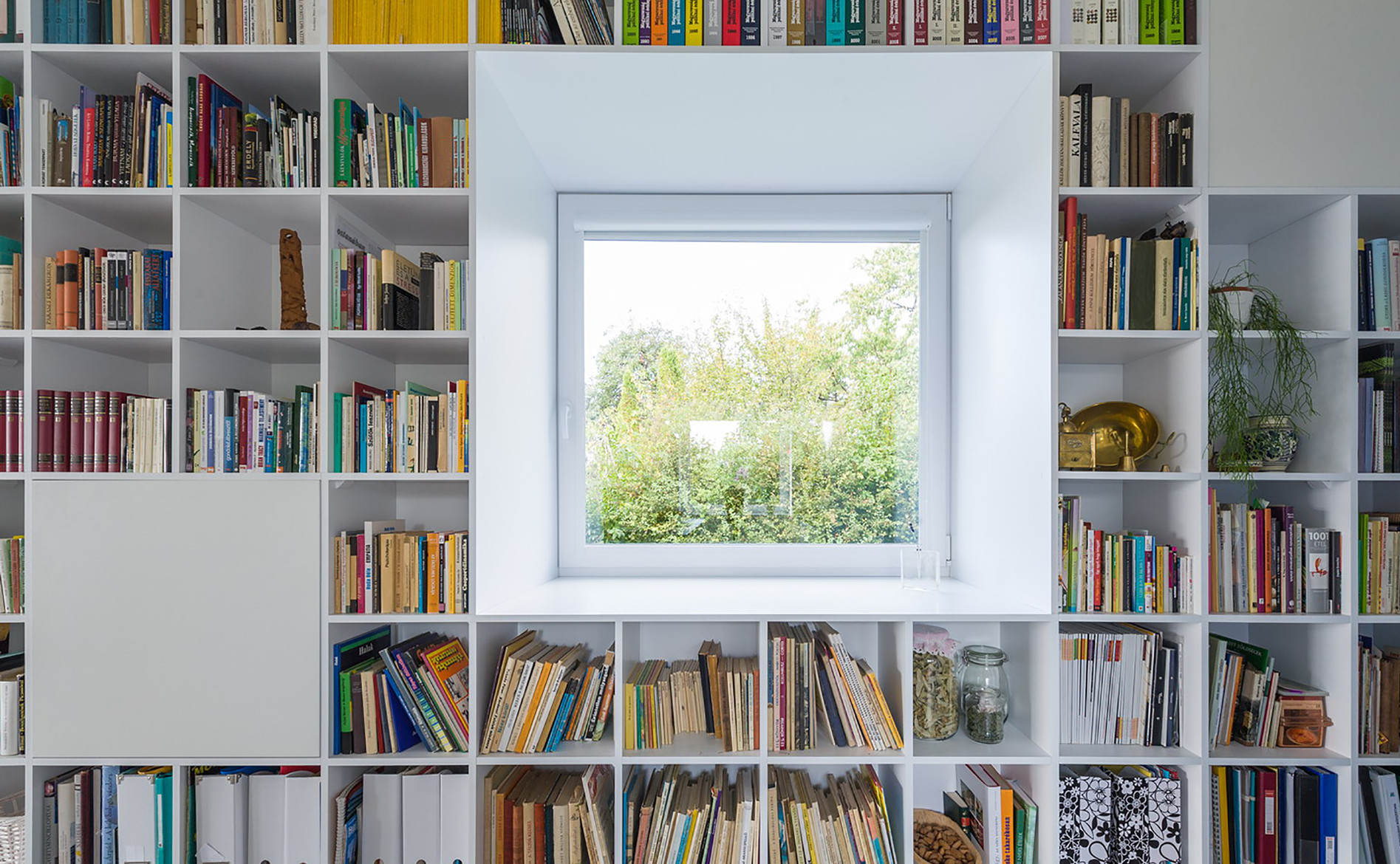 20_interior_bookshelf_with_window