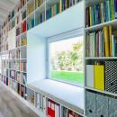21_interior_17_m_long_bookshelf