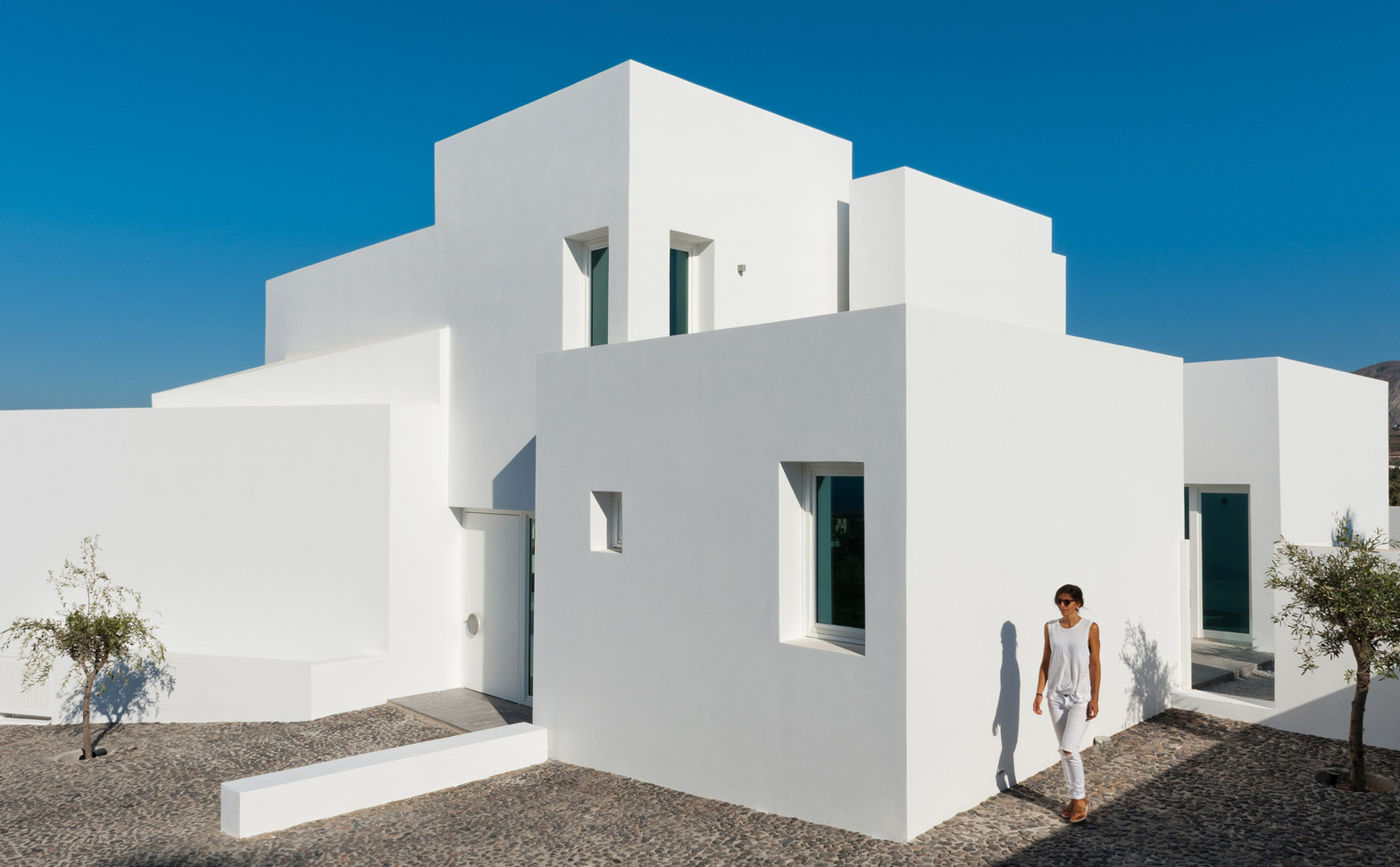 Summer-House-in-Santorini_Kapsimalis-Architects_dezeen_1568_5