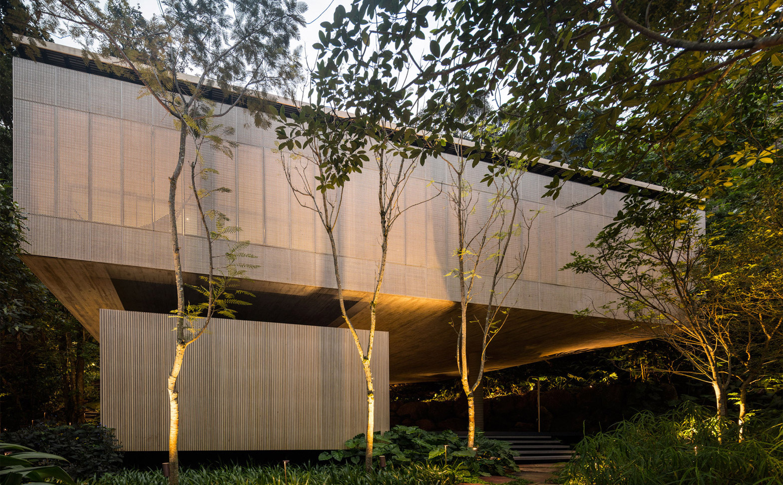 jungle-house-mk27-brazil-rainforest-fernando-guerra-extra_dezeen_1568_22