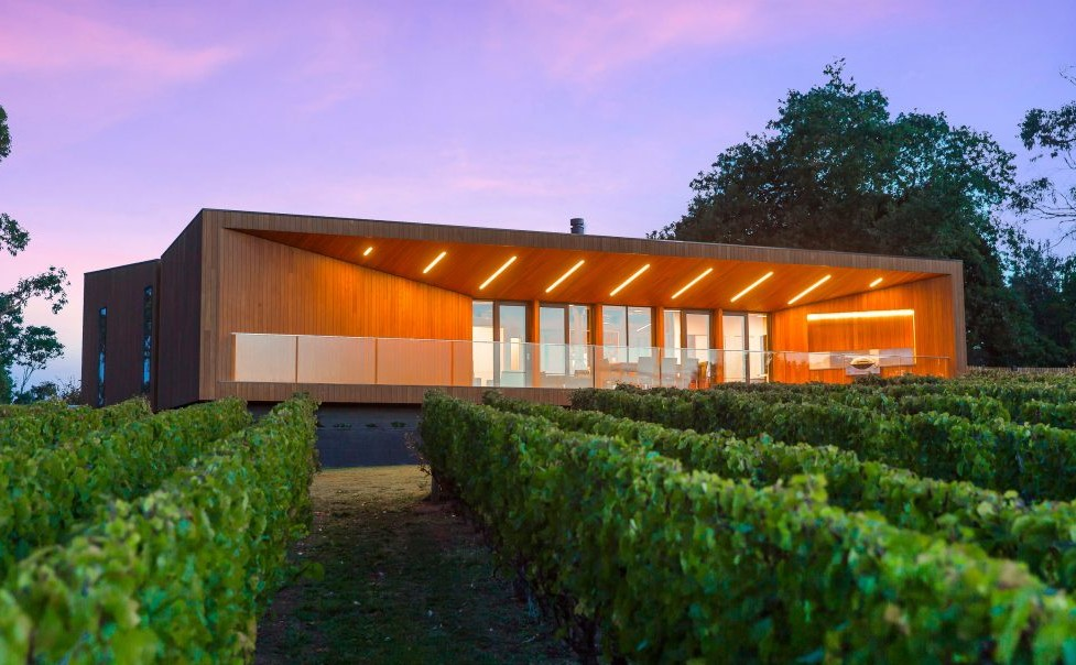 red-hill-residence-finnis-architects-winery-australia_dezeen_3408_slideshow_0-1024x731