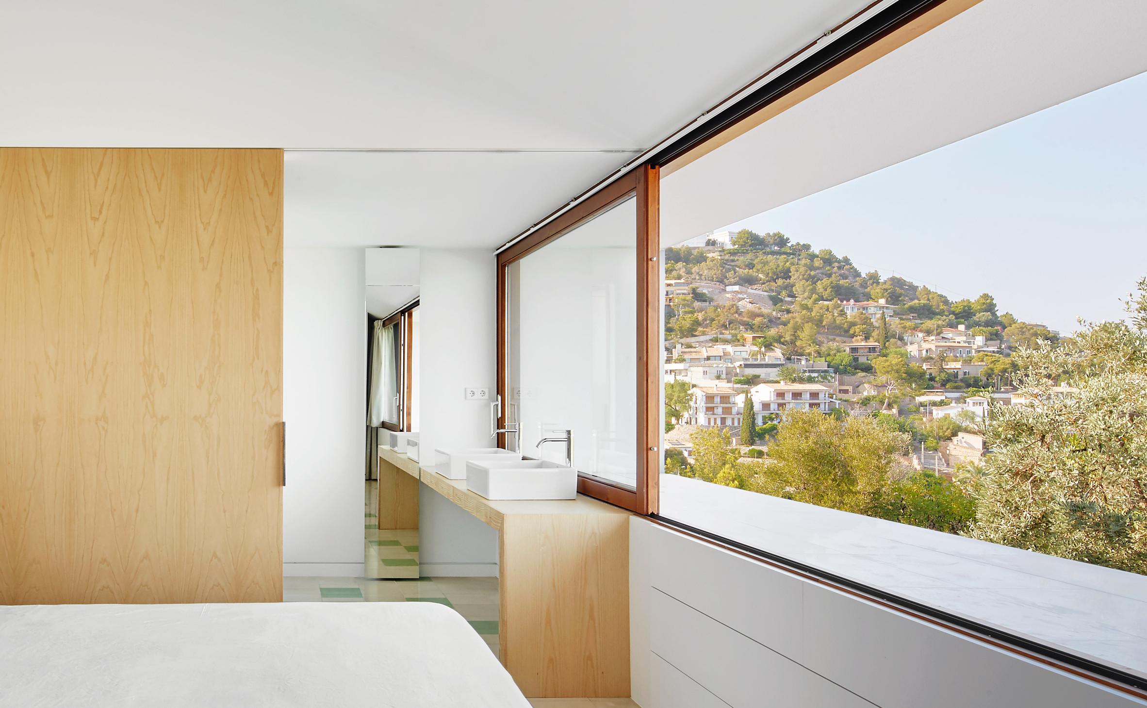 mm-house-oliver-hernaiz-architecture-lab-palma-de-mallorca-spain_dezeen_2364_col_12