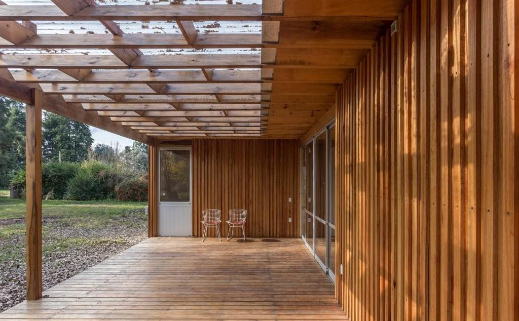 casa-de-madera-estudio-borrachia-house-argentina_dezeen_2364_ss_4-1024x732