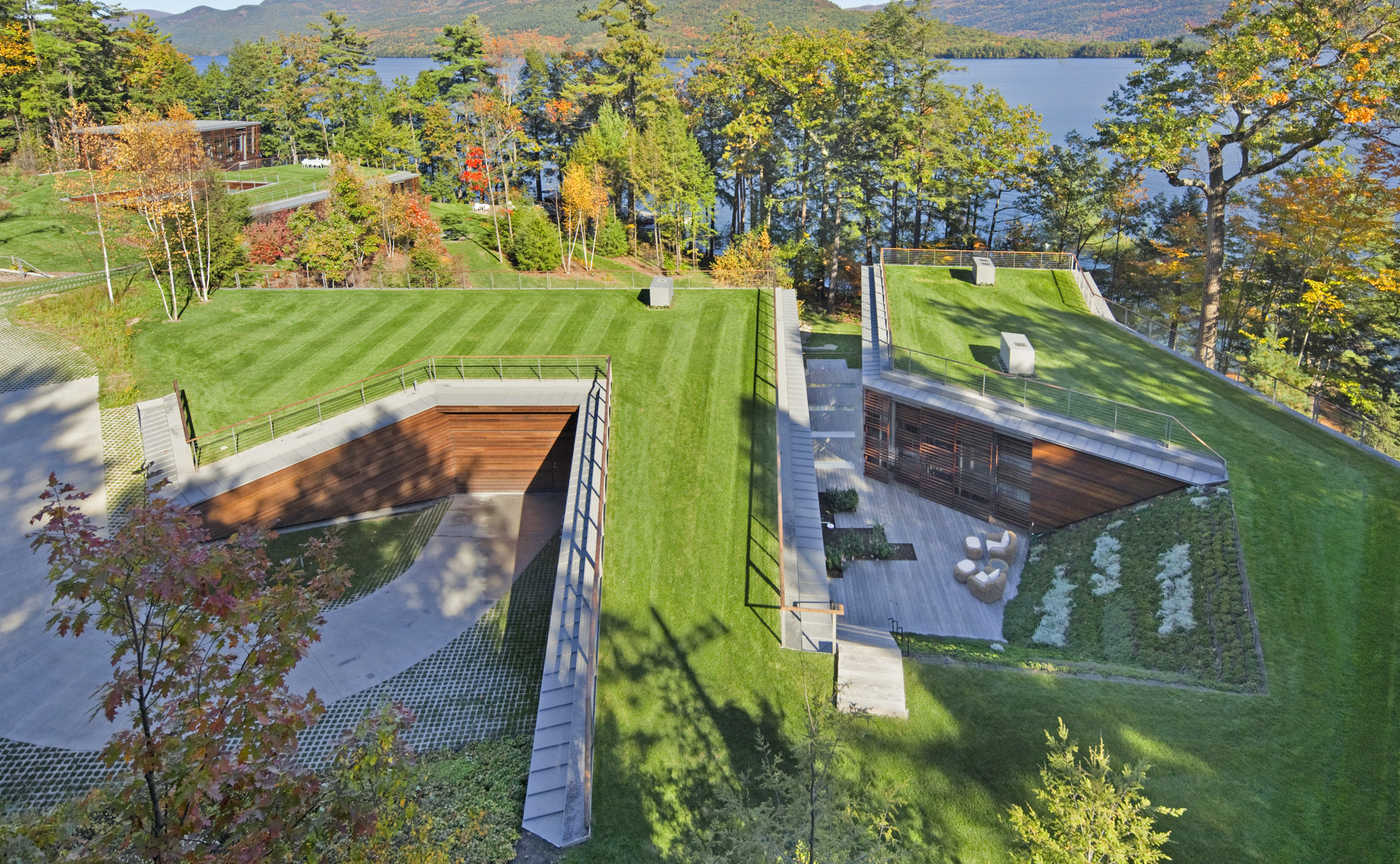 Bolton's Landing Residence by Peter Gluck and Partners