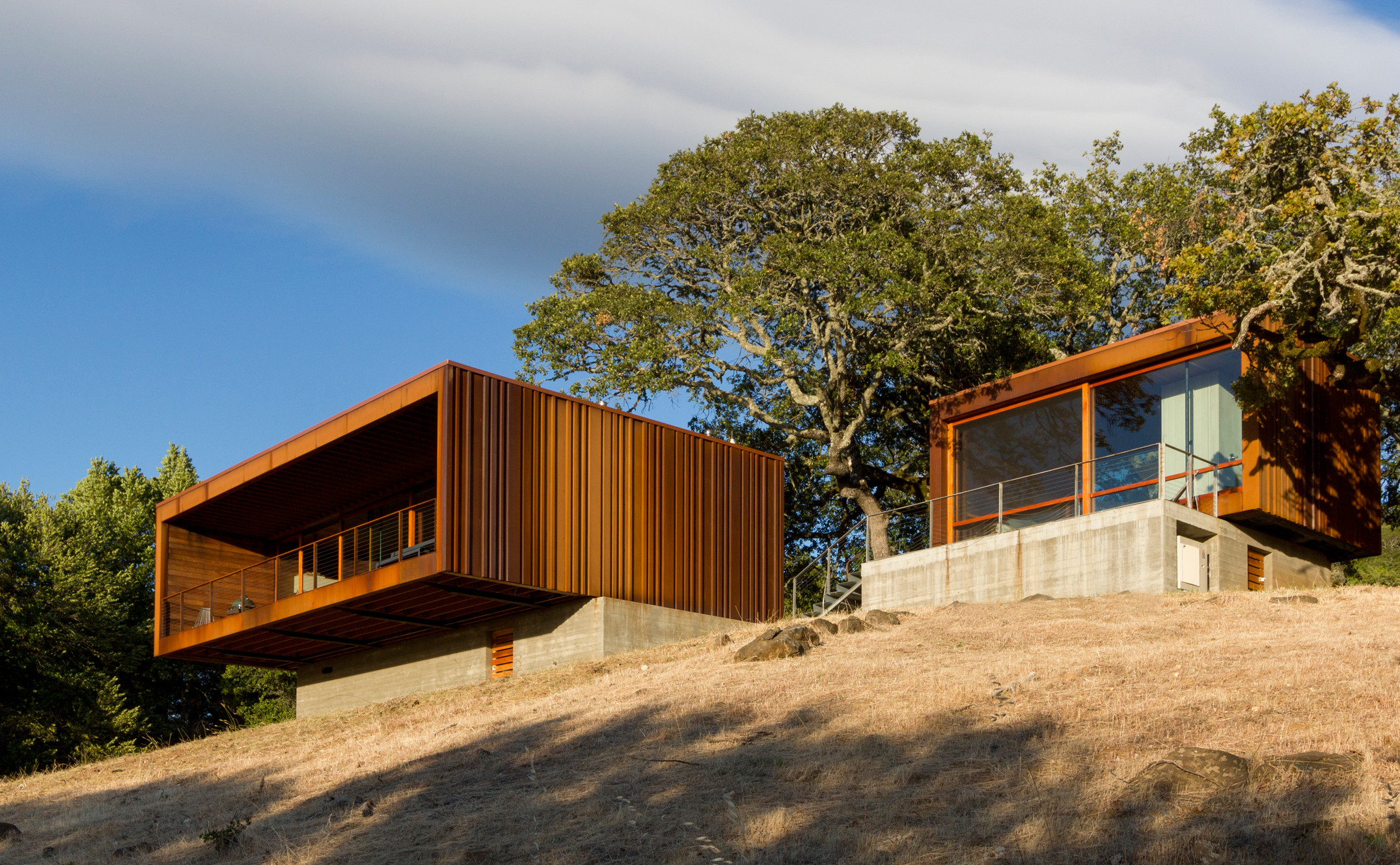 sonoma-weehouse-alchemy-architects-architecture-residential-santa-rosa-california-usa_dezeen_hero