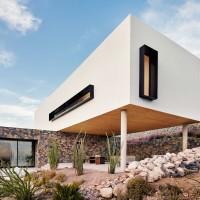 franklin-mountain-house-hazelbaker-rush-el-paso-texas-house-stone-desert0A_dezeen_2364_col_10