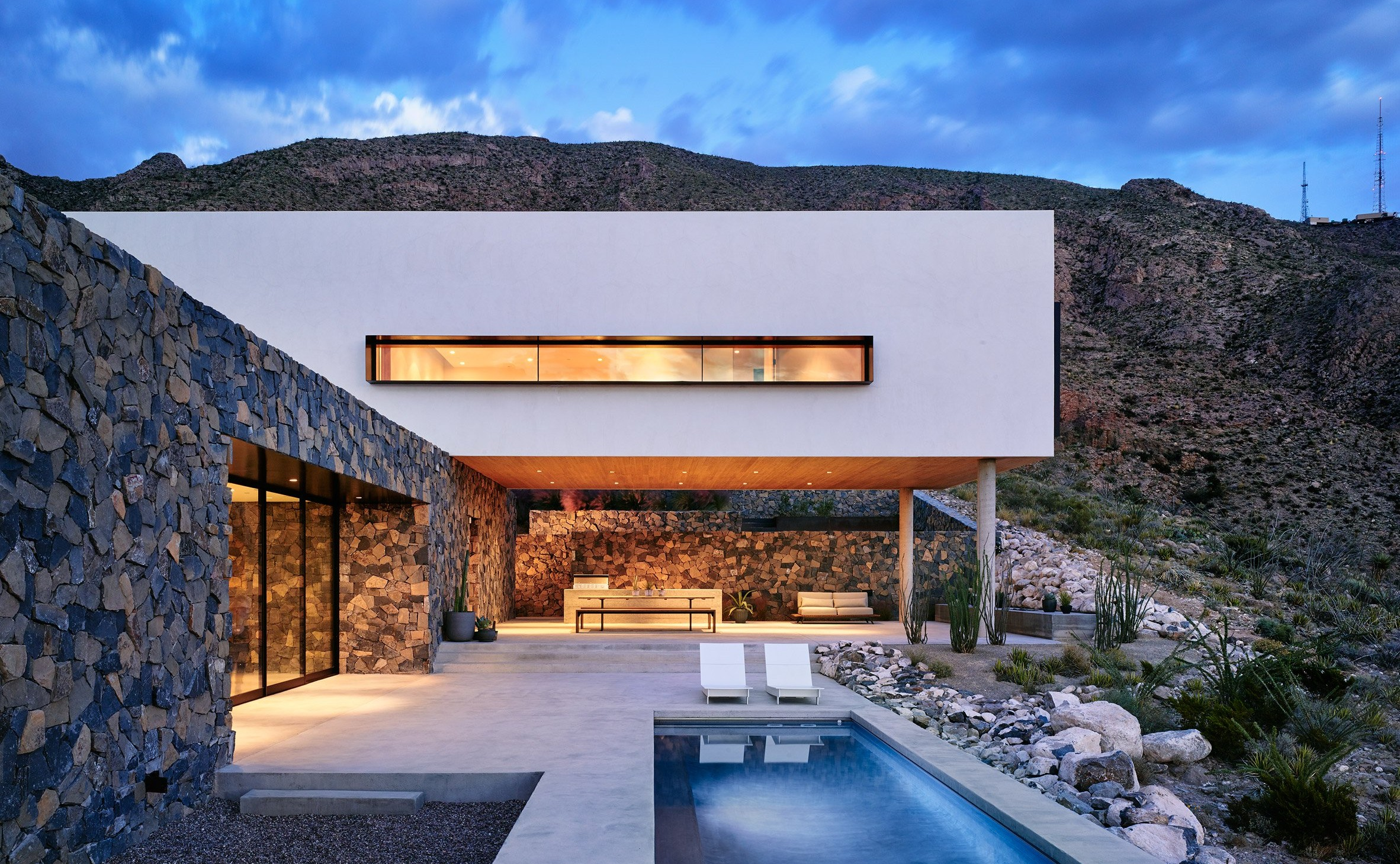 franklin-mountain-house-hazelbaker-rush-el-paso-texas-house-stone-desert0A_dezeen_2364_col_3