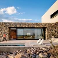 franklin-mountain-house-hazelbaker-rush-el-paso-texas-house-stone-desert0A_dezeen_2364_col_9