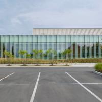 waterdown-library-civic-centre-rdha-ontario-toronto-hillside-cantilever-stone-glass_dezeen_14