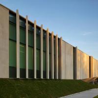 waterdown-library-civic-centre-rdha-ontario-toronto-hillside-cantilever-stone-glass_dezeen_dezeen_1704_col_0