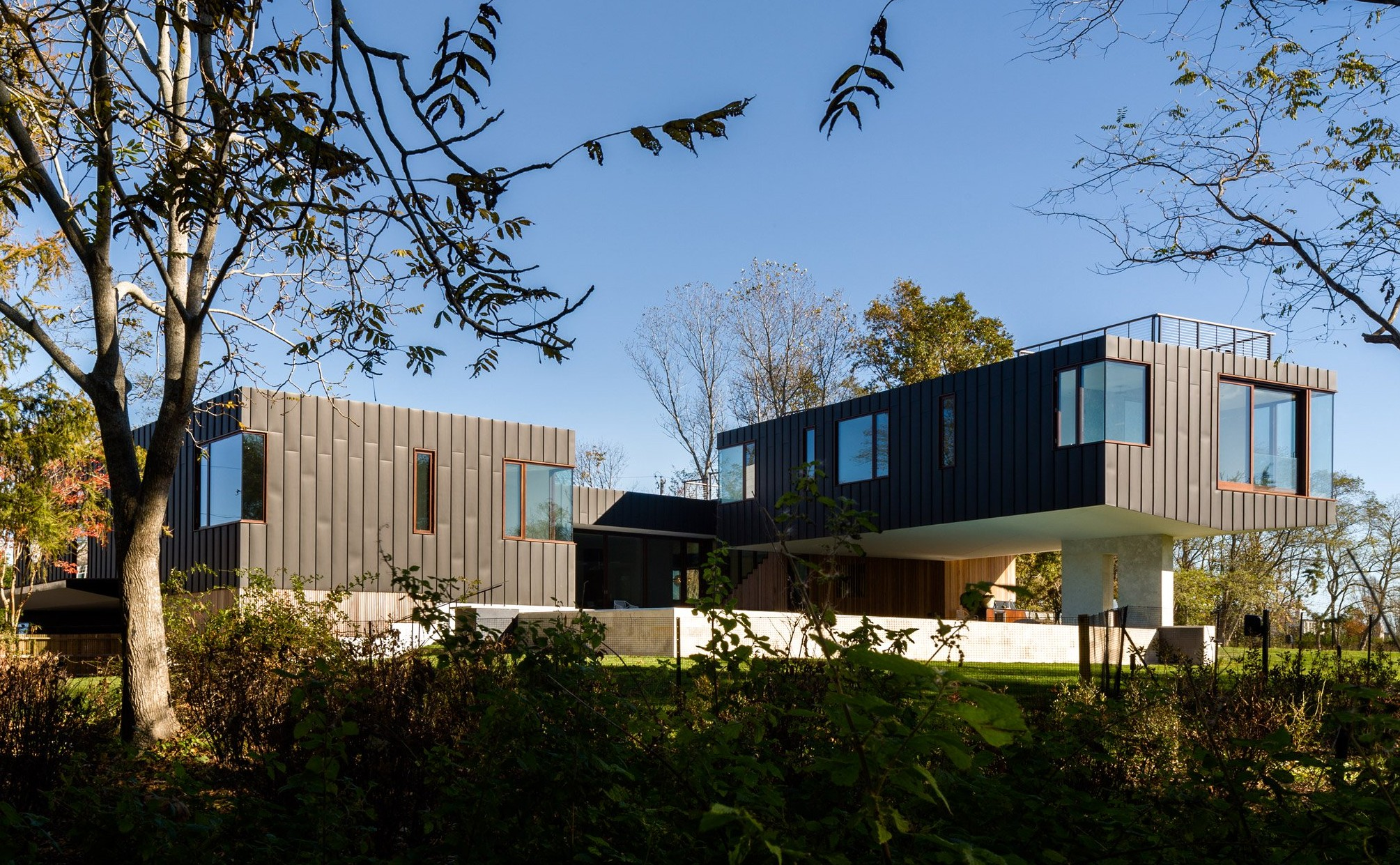 watermill-house-southamption-hamptons-long-island-new-york-usa-architecture-residence-home-elevated-floodplain-raised-zinc-office-of_dezeen_hero