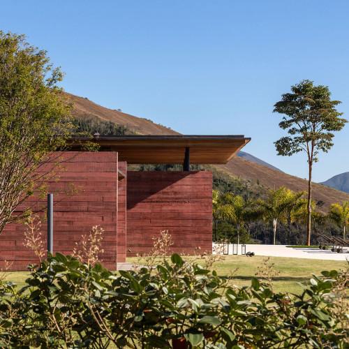 brazillian-house-bernardes-arquitetura-architecture-residential_dezeen_2364_col_0