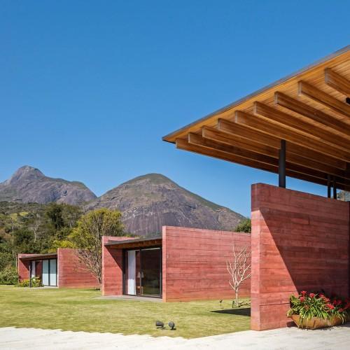 brazillian-house-bernardes-arquitetura-architecture-residential_dezeen_2364_col_2