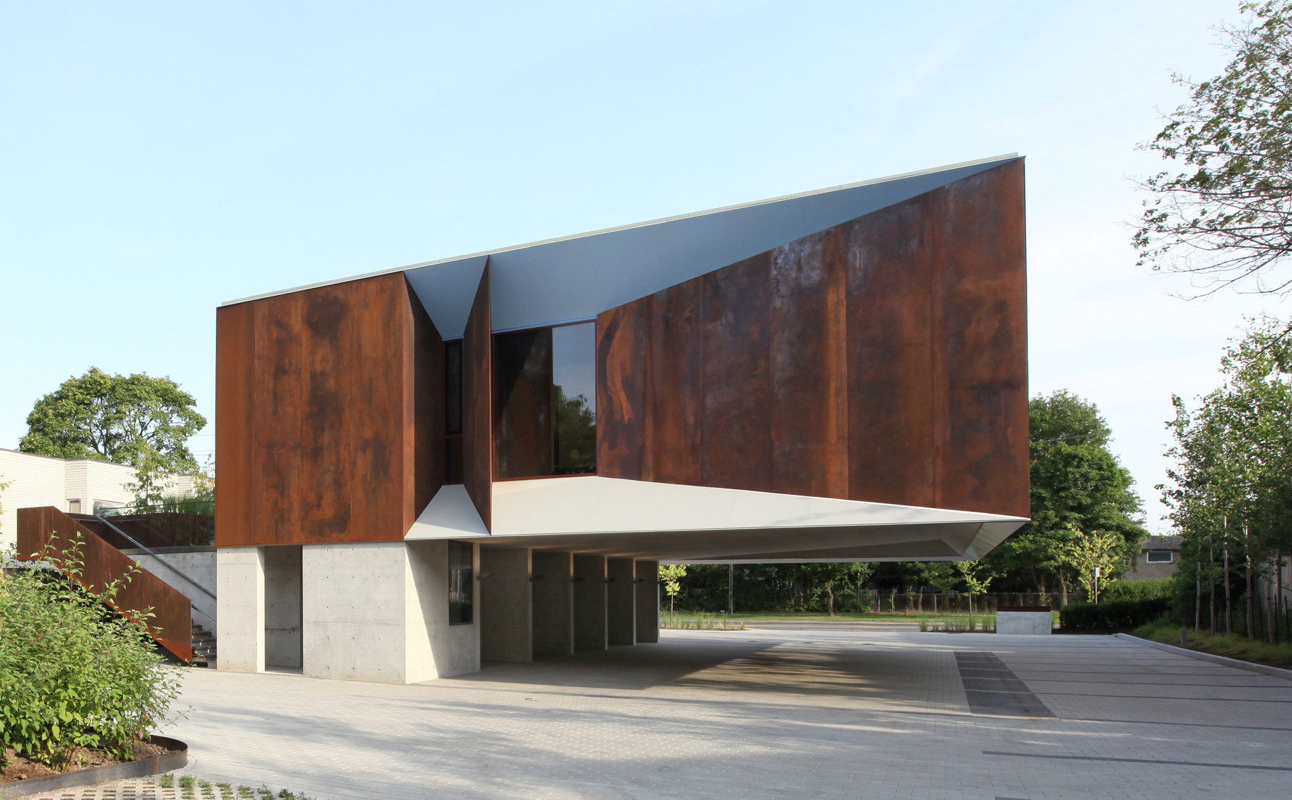 Shim-Sutcliffe_Architects_-_Wong_Dai_Sin_Temple_-05-_James_Dow