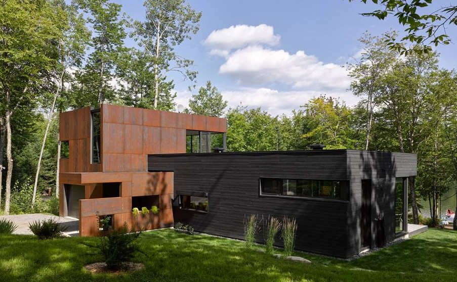 house-on-lac-charlebois-paul-bernier_dezeen_2364_hero-1024x576