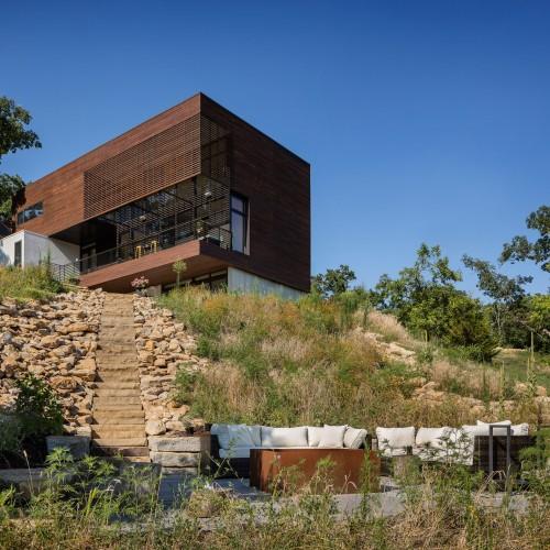 modern-lodge-kem-studio-architecture_dezeen_2364_col_17-1