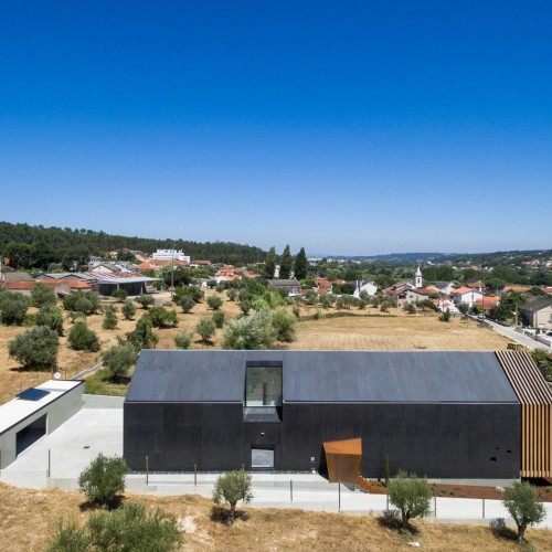 house-ourem-filipe-saraiva-architecture-residential-portugal_dezeen_2364_col_2-1704x1136