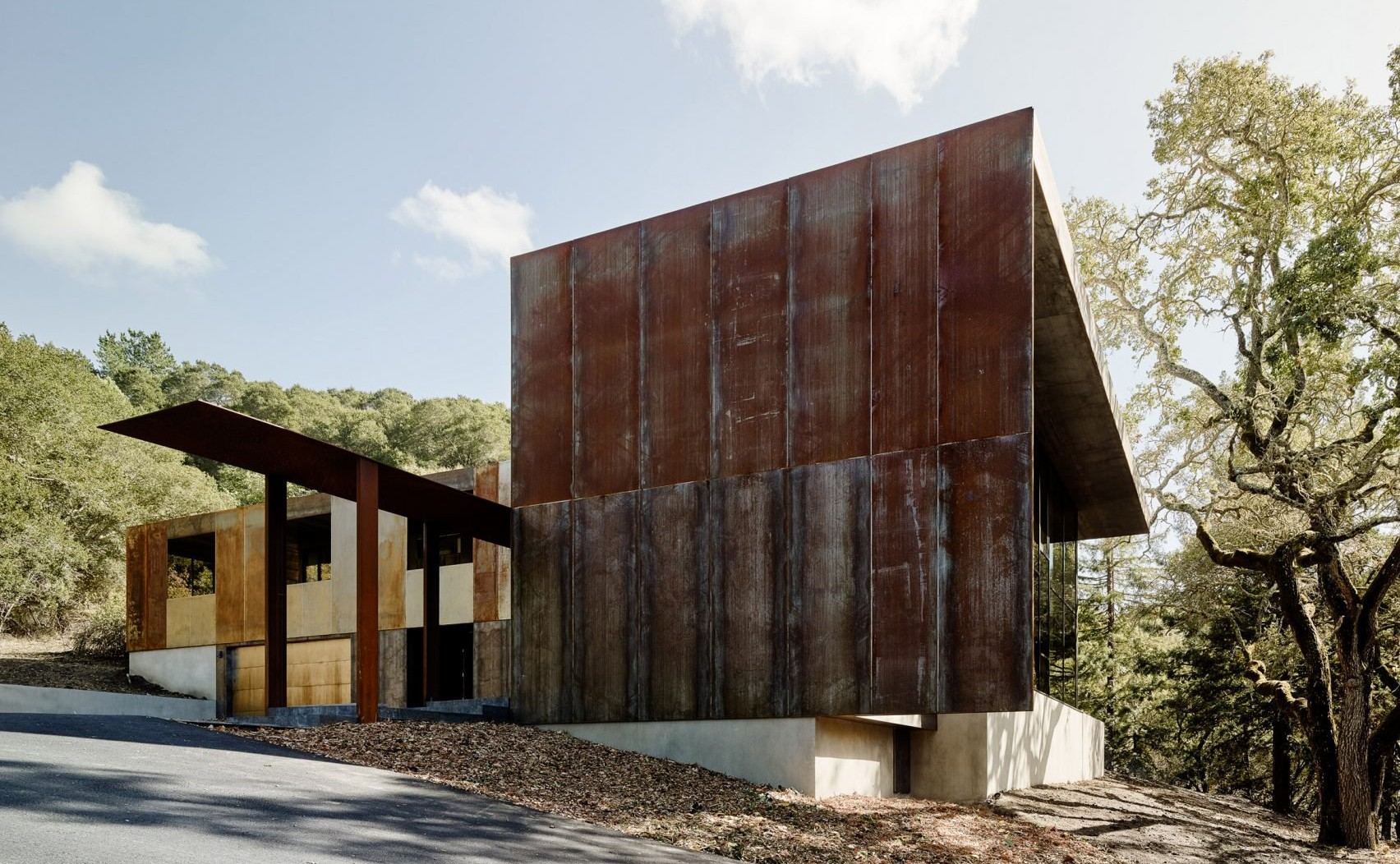 miner-road-faulkner-architects_dezeen_2364_col_26-1704x1275