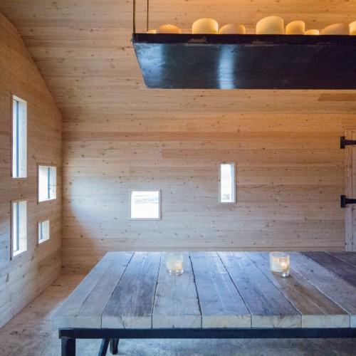 modernist-highland-hut-moxon-architecture-residential_dezeen_2364_col_0-1704x1136