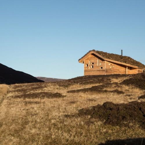 modernist-highland-hut-moxon-architecture-residential_dezeen_2364_col_7-1704x1136