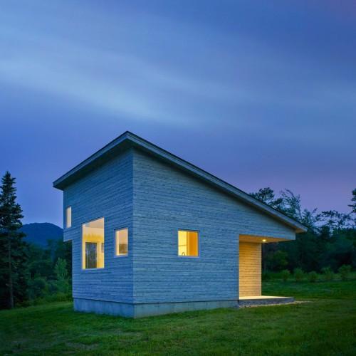 elizabeth-herrmann-architecture-deisgn-micro-house-microhouse-tiny-house-minimal-vermont-usa-jim-westphalen_dezeen_8-1-1704x1806
