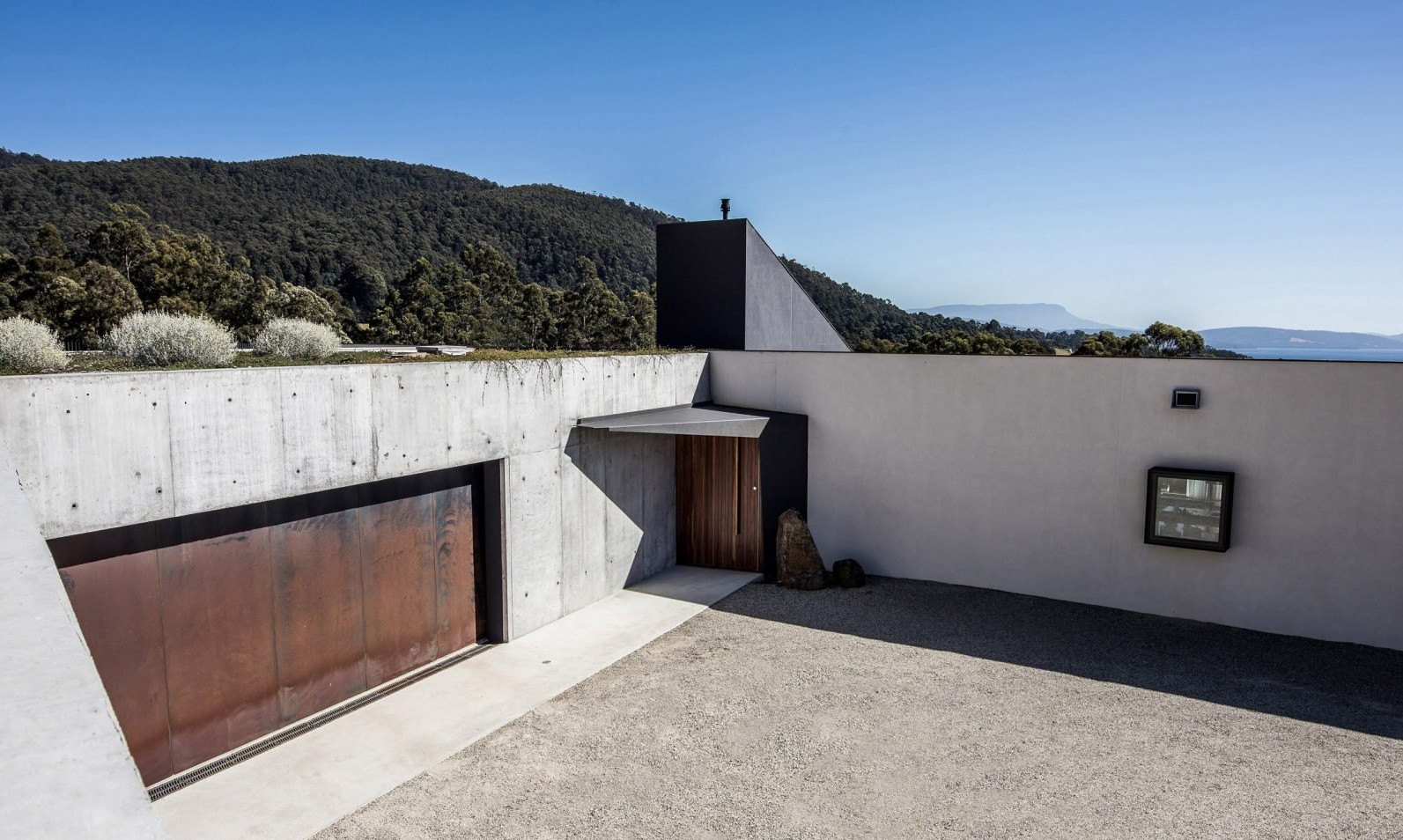 sunnybanks-house-by-core-collective-architects_dezeen_2364_col_0-1704x956