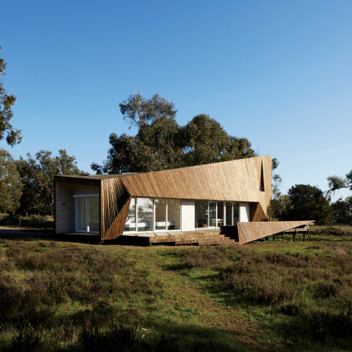 two-skins-house-veronica-arcos-huaquen-del-mar-condominium-chile_dezeen_2364_col_0