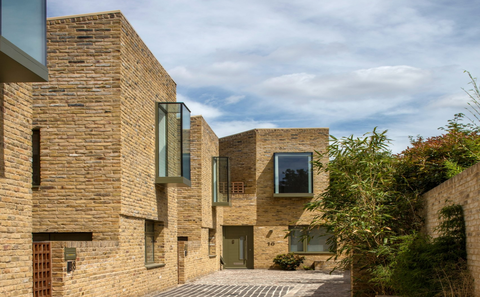 xxmoray-mews-peter-barber-architecture-residential-london-housing_dezeen_2364_col_3-1704x2556