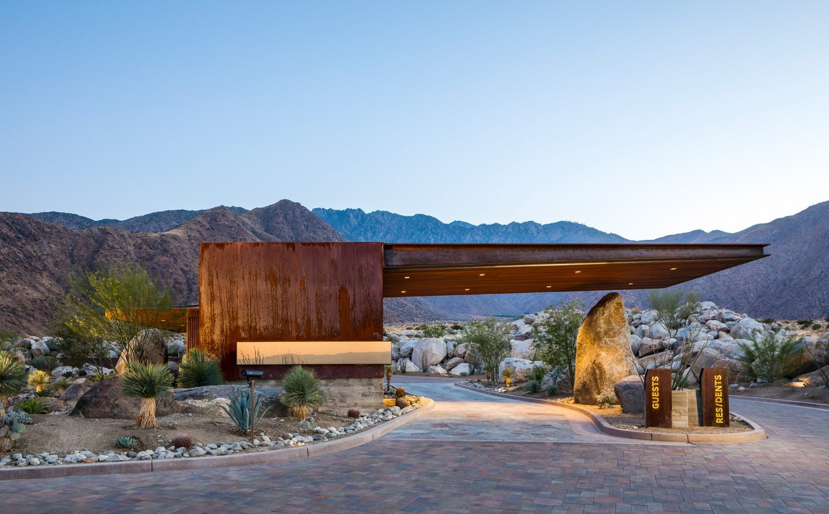 desert-palisades-guardhouse-studio-ar-d-palm-springs-california-usa_dezeen_2364_col_19-1704x1136