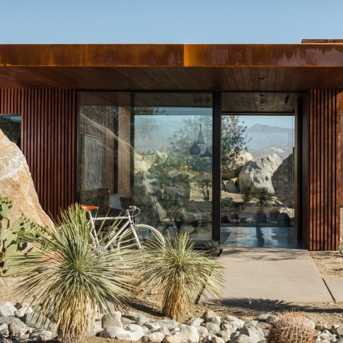 desert-palisades-guardhouse-studio-ar-d-palm-springs-california-usa_dezeen_2364_col_8-1704x1137