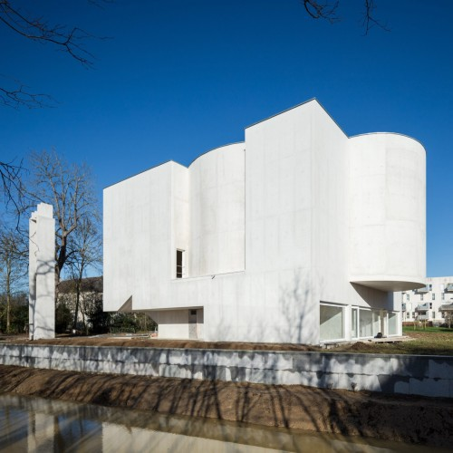 new-church-saint-jacques-alvaro-siza-architecture-public-and-leisure-worship-france_dezeen_2364_col_0-1704x1704