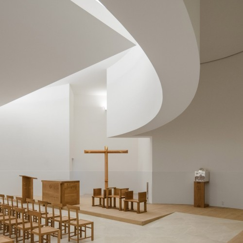 new-church-saint-jacques-alvaro-siza-architecture-public-and-leisure-worship-france_dezeen_2364_col_13-1704x2556