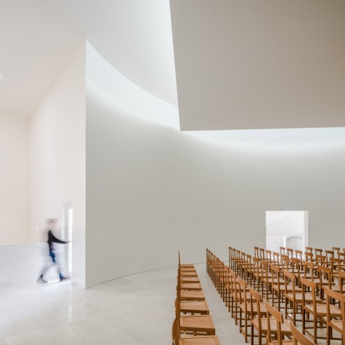 new-church-saint-jacques-alvaro-siza-architecture-public-and-leisure-worship-france_dezeen_2364_col_15-1704x1704
